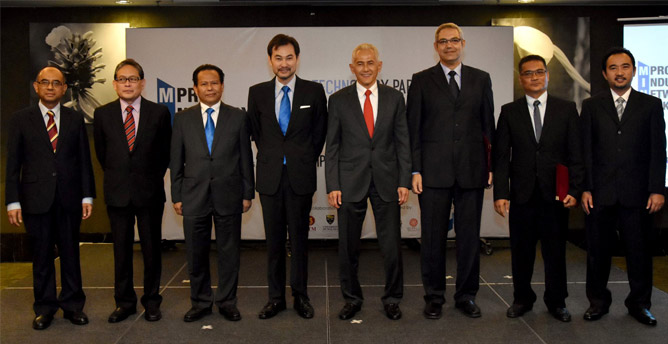 Group photo- From Left: Professor Datuk Ir Dr Wahid Omar, Vice Chancellor of Universiti Teknologi Malaysia; Professor Dato' Dr Mohd Amin Jalaludin, Vice Chancellor of Universiti Malaya; YBhg. Dato' Dzulkifli Mahmud, CEO of MATRADE; YBhg. Datuk Shahrol Halmi, CEO of MPRC; Datuk Ir Dr Abdul Rahim Hashim, Vice Chancellor of Universiti Teknologi PETRONAS; Ahmed Tahoun, Managing Director of MIT Technologies; Ir Azhar Zainal Abidin, Chief Executive Officer & Founder of ProEight Sdn Bhd; Captain Ahmad Imran Mohd Azmi, Managing Director of Satumarin Sdn Bhd.